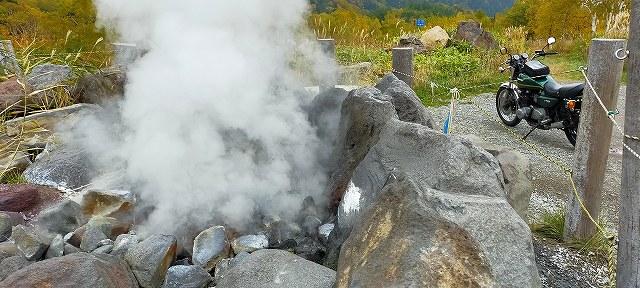 志賀草津道路のわきには温泉が湧いているのだ。