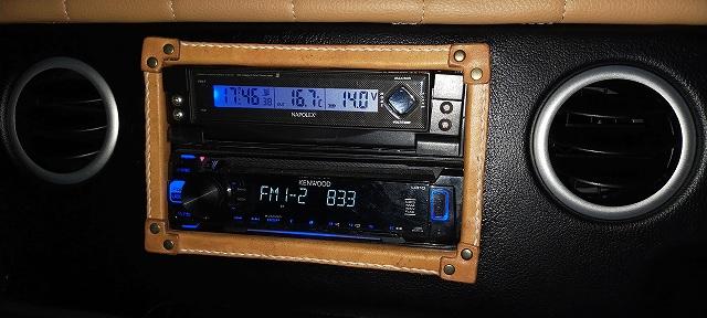 ワタクシは外気温計をこんな感じで設置しております。