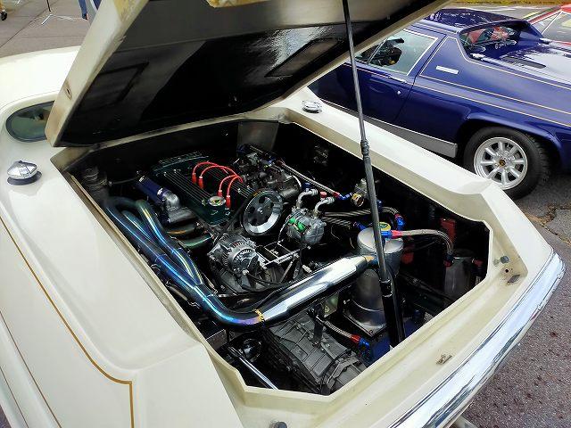 綺麗なロータスヨーロッパのエンジンルーム。