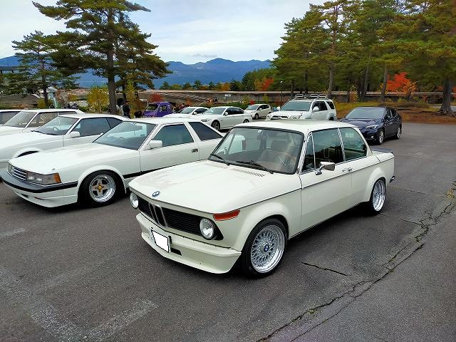 BMW2002。BMの中では一番好きなデザインです。