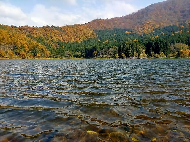 異常にきれいな湖「北竜湖」。キャンプ場もある。