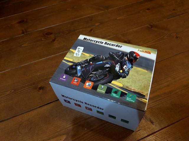 いかにも!な感じの中華製ドラレコの箱。