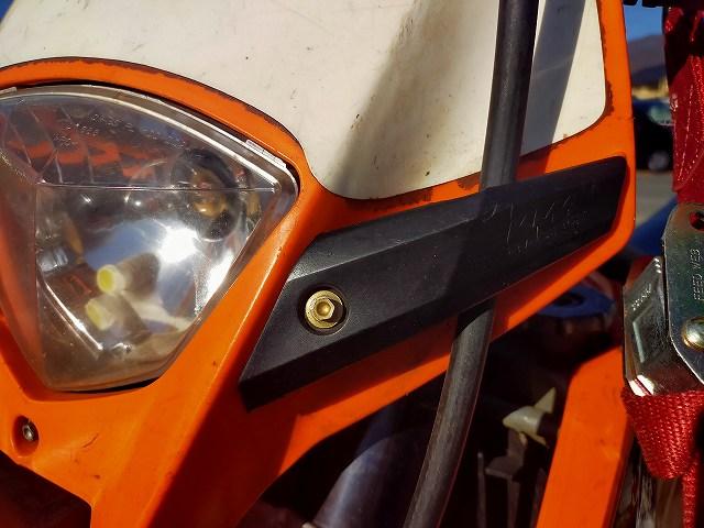 KTM125EXC。このライトカウルはカッコいいんですが。