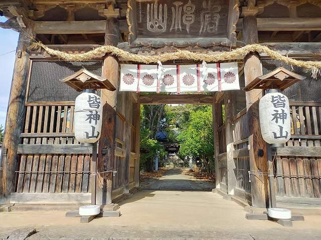 皆神神社は結構立派な作りです。