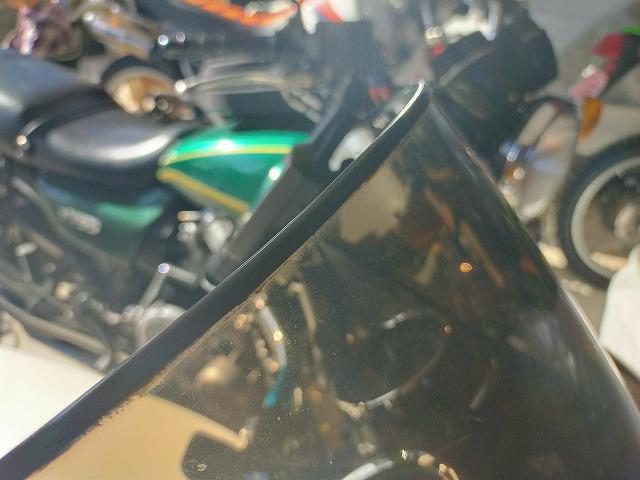 Z1-R。カウルのスクリーンの縁にはしっかり溝ゴムを。
