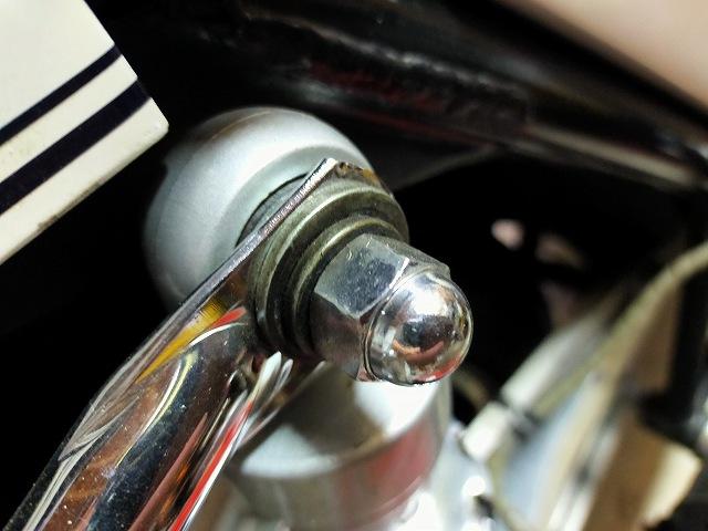 Z1-R。リアサスの固定ボルトが緩むと大変。