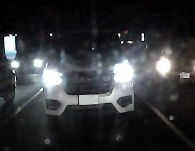 でかい車でもライトの位置には決まりがある。