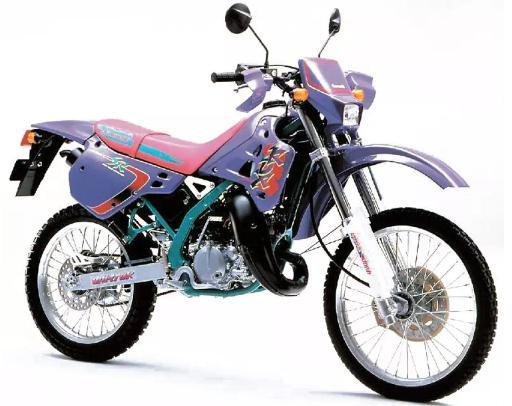 KDX125SR。正気の沙汰とは思えんカラーリング。