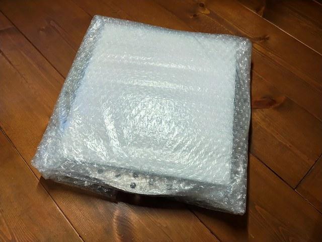 Z1-Rのリアディスク。梱包されてる状態で写真撮るほどの浮かれようです。