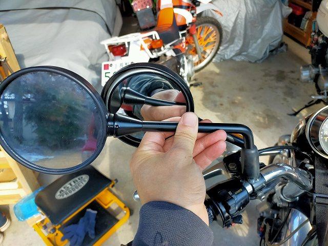 Z900RSのミラーとZ2ミラーはコレだけ鏡面の大きさが違います。