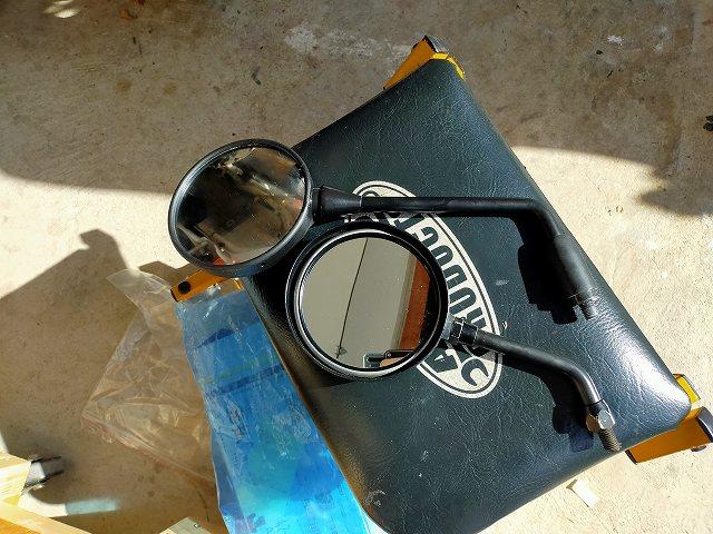 上がZ900RS用のミラー。下がZ2ミラー(ショートステー)