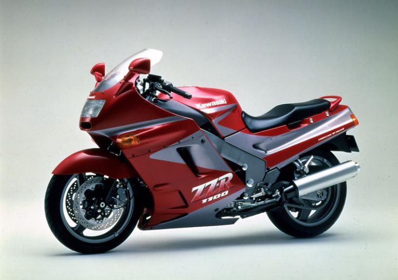 ZZ-R1100C型。今でもたまに見かけますな。