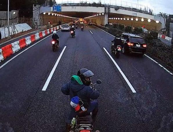 同じバイク乗りとして、情けないやら恥ずかしいやら。