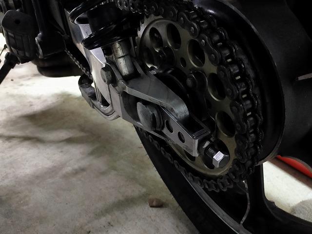 Z1-R。スプロケも車検の際は綺麗に磨くのです。
