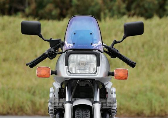 GSX1100S。このライト周りのデザインだけで所有満足度が素晴らしく高い。