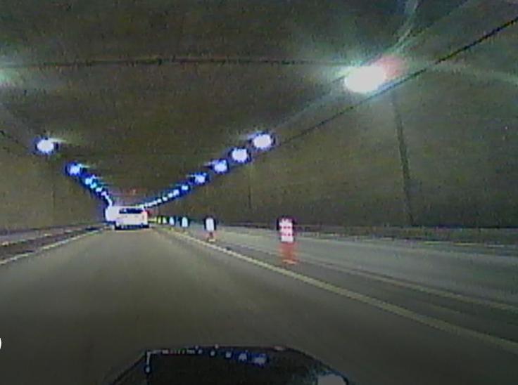 ドラレコ画像はトンネルだとこんな感じ。
