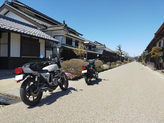 Z1-R。海野宿は旧街道の宿場町。バイクや旧車と絵になる。