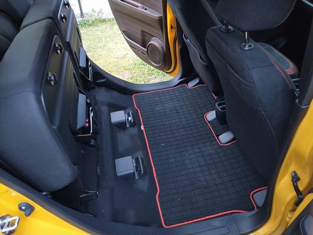 HONDA N-ONE RS。後部シートの畳み方にビックリ。