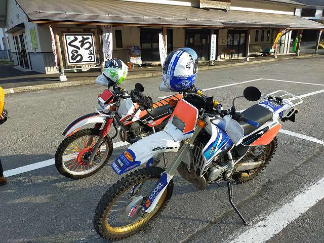 DT200WR。オフタイヤが減りまくるけどオフバイクでのツーリングもするのだ。