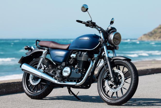 GB350。やっぱりどこか現代のバイクの匂いはするね。