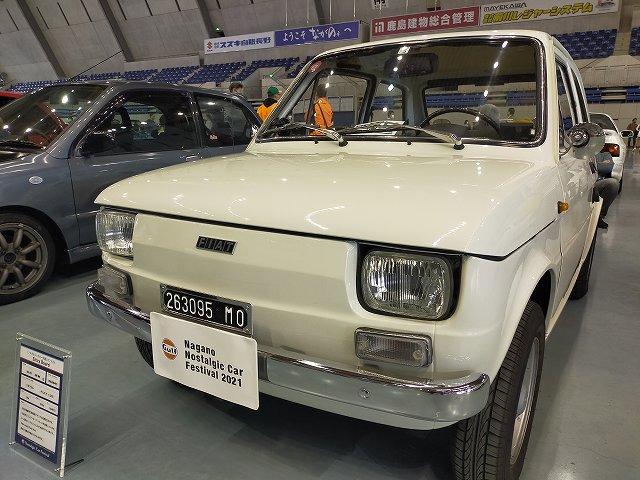 FIAT126。今見ると可愛いな。