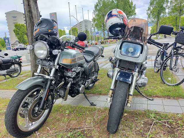 CB750FとGSX750S。
