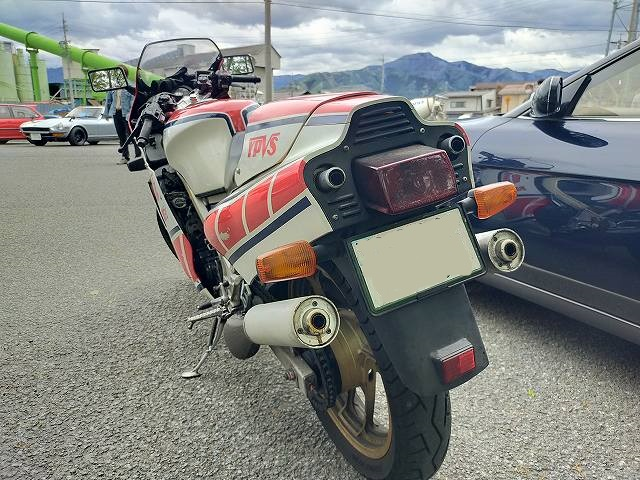 YAMAHA RZV500。展示車両でもおかしくない。