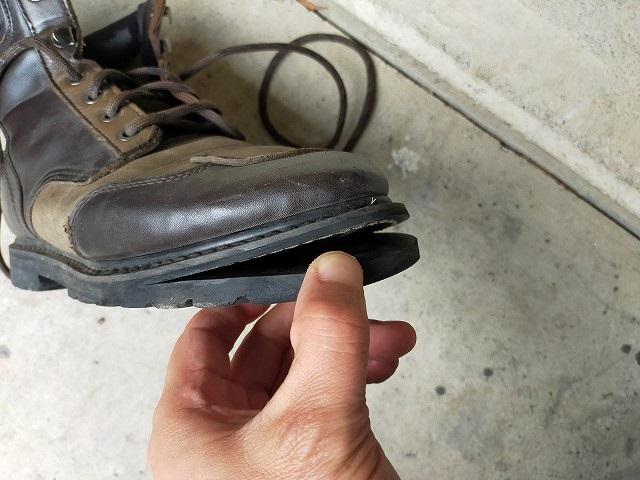 ブーツがこういう状態になることはバイク乗りあるあるですな。