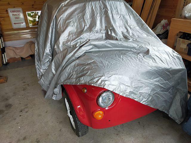 旧FIAT500。屋内保管でナンバー切っていますが一応、ホームセンターのボディカバーをかけています。