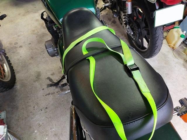 Z750D1。タンデムベルトがあるバイクはこうやってる使うのだ。