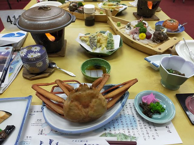 昭和の旅館は食事が残念な感じだった。