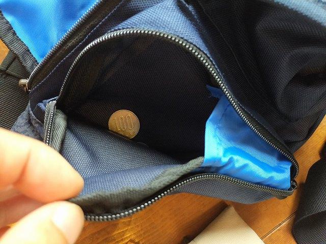 小銭はザラっとウエストポーチに入れておくと便利。