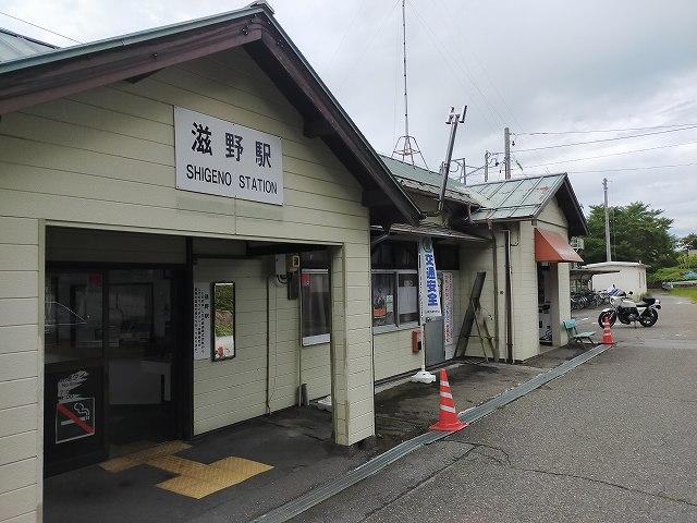 滋野駅。だーれもいない。