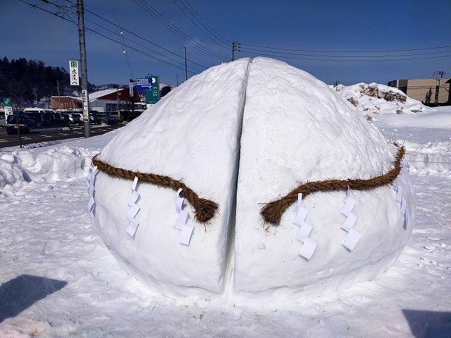 2月の飯山雪まつりでも岩きったオブジェがあったな。