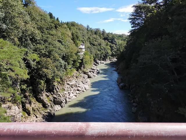 南信の天竜峡は紅葉で有名ですな。