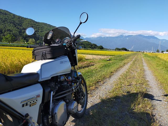 Z1-R。名もなき田んぼのあぜ道に突っ込んで撮影。
