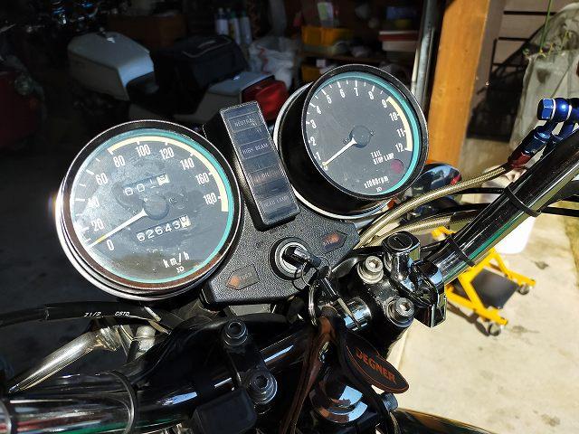 Z750D1。変更前のメーター。