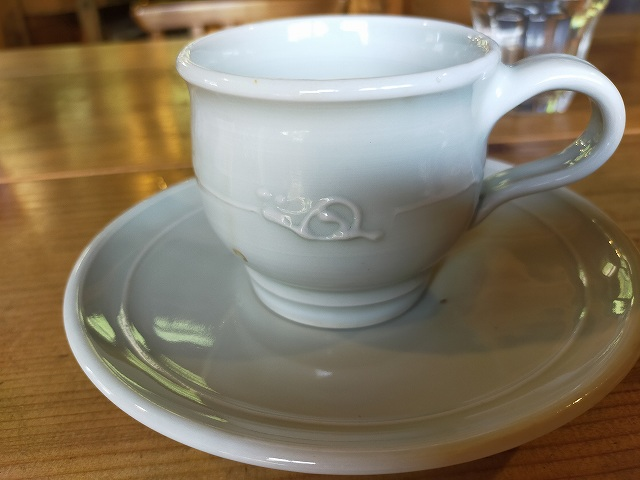 コーヒーカップにも「かたつむり。」が。
