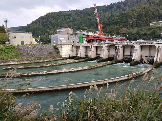 こんな形のダムもあるんだねえ。