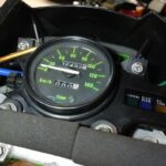 KDX125SR。ホースで代用したメーターマウントスポンジ。